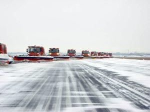 usuwanie śniegu na lotnisku